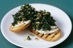 Garlicky Kale and Cheese Crostini Looking for a new appetizer recipe? Our Garlicky Kale and Cheese Crostini is a wonderful choice. Kale takes the place of tomatoes in this trendy take on traditional bruschetta. Yummy Easy Snacks, Easy Appetizer Recipes, Vegetarian Recipes Easy, Yummy Appetizers, Cooking Recipes, What's Cooking, Party Appetizers, Yummy Recipes, Kraft Foods