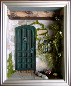 This lady makes the most beautiful miniature displays Vitrine Miniature, Miniature Rooms, Miniature Houses, Dollhouse Kits, Dollhouse Miniatures, Shadow Box Art, Fairy Doors, Miniture Things, Box Frames