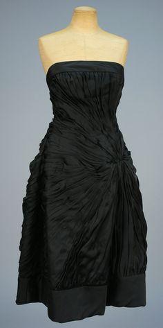 ID 525-193 HELENA BARBIERI STRAPLESS SILK COCKTAIL DRESS, 1950s. - whitakerauction