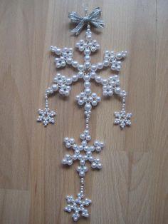Beaded Christmas Decorations, Crochet Christmas Ornaments, Christmas Crafts For Gifts, Christmas Jewelry, Seed Bead Crafts, Beaded Crafts, Beaded Ornament Covers, Beaded Ornaments, Bead Jewellery