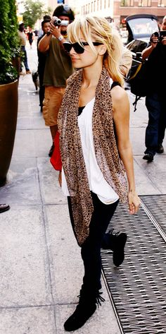 Check out the latest Nicole Richie style and fashion trends on Coolspotters. Browse and shop for all the latest style and fashion choices of today's hottest celebrities. Nicole Richie, Richie Rich, Look Fashion, Fashion Beauty, Fashion Outfits, Fashion 2014, Brown Fashion, Spring Fashion, Style Casual