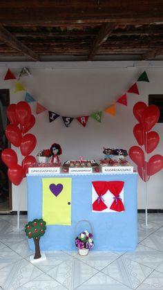 """Festa no estilo """"Feito em casa"""". Decoração feita com feltro. Tema Chapeuzinho Vermelho"""