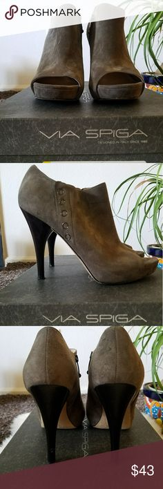 01072c66c56e6 My Favorite Via Spiga Peep toe Booties These barely/gently used grey  beauties need a