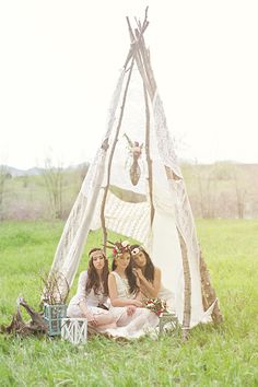 Bohemian Styled Bridals » Shalynne Imaging  I'm not really into pinning wedding stuff but these are so pretty!