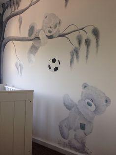 Me to you muurschildering gemaakt door  www.vrolijkemuur.nl de beren kunnen in verschillende kleurstellingen geschilderd worden, aangepast op elk interieur en elke stijl