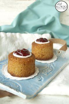 Runeberg tart (Runebergin torttu) Whoopie Pies, Vanilla Cake, My Recipes, Cheesecake, Finland, Food, Food Cakes, Cheesecakes, Essen