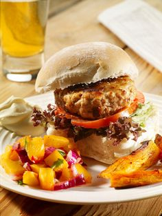 Spiced Pork Burgers with South African Peach and Chilli Salsa A Cajun style burger using pork, cumin coriander and peaches for a very different taste. Soup Recipes, Cooking Recipes, Pork Burgers, Food Out, Salsa Recipe, Different Recipes, Soup And Salad, Ethnic Recipes