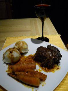 Rôti de palette au vin rouge DE LOUIS!!! Steak, Food, Salads, Red Wine, Eat, Recipes, Meal, Essen, Steaks