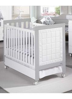 Cuna mod. Sandra blanco gris. Cabezal tapizado tipo piel.120x60.