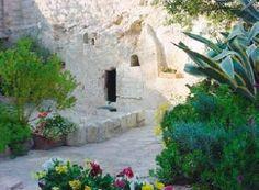 Voor Paulus staat het vast: de Heer is waarlijk opgestaan. (Op de foto de Graftuin in Jeruzalem met � volgens de overlevering � het graf waaruit Jezus is opgestaan)