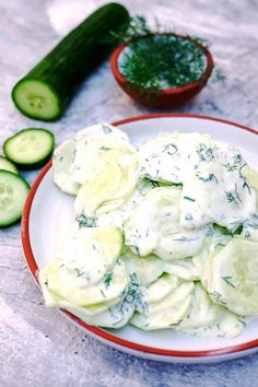 Gurkensalat mit Joghurt-Dill-Dressing - Ein schneller Sommersalat - Expolore the best and the special ideas about Budget freezer meals Healthy Juice Recipes, Cucumber Recipes, Juicer Recipes, Healthy Juices, Cucumber Salad, Healthy Snacks, Detox Juices, Blender Recipes, Detox Drinks