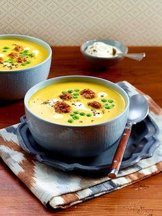 Kürbissuppe mit Erbsen und Brätbällchen