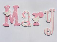 Pintadas con letras de madera colorido; nombre de los niños; nombre de bebé…