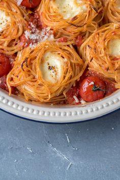 Spaghetti-Nester Tomate-Mozzarella - My list of the best food recipes Spaghetti Recipes, Pasta Recipes, Spaghetti Nester, Veggie Recipes, Vegetarian Recipes, Veggie Meals, Lacto Vegetarian Diet, Tomato Mozzarella Salad, Vegan Appetizers
