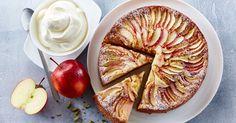 Æblekage - en rigtig klassiker på kagebordet! Her med undertoner af ingefær og kardemomme serveret med letpisket iskold flødefraiche.