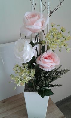 Lantern Centerpiece Wedding, Wedding Lanterns, Margarita, Projects To Try, Floral Wreath, Vase, Wreaths, Spring, Home Decor