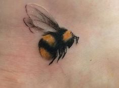 Honigbienen Tattoo, Tattoos And Body Art buy tattoo designs Future Tattoos, New Tattoos, Body Art Tattoos, Small Tattoos, Tattoos For Guys, Tatoos, Tattoos For Women Classy, Delicate Tattoos For Women, Beautiful Tattoos For Women