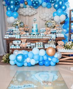 9 Ideias para Cha de bebe Ursinho Baloeiro Baby Shower Deco, Baby Shower Balloons, Baby Boy Shower, Boys 1st Birthday Cake, Birthday Table, Teddy Bear Baby Shower, Planner Decorating, Holiday Cakes, Balloon Decorations