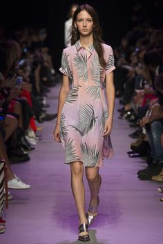 Paul & Joe Spring 2016 Ready-to-Wear Collection Photos - Vogue  http://www.vogue.com/fashion-shows/spring-2016-ready-to-wear/paul-joe/slideshow/collection#3