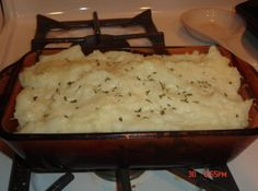 Simple Shepherds Pie for Two. I used garlic butter instant potatoes. YUMMY Simple Shepherds Pie for Two. I used garlic butter instant potatoes. Cooking For One, Batch Cooking, Fun Cooking, Cooking Tips, Cooking Recipes, Cooking Ham, Girl Cooking, Cooking Light, Healthy Cooking