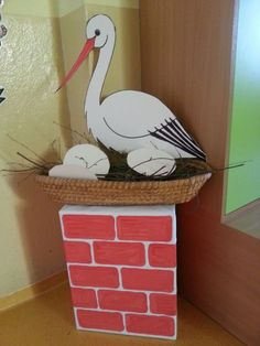 Risultati immagini per recycler bricolage PÂQUES GS Bird Crafts, Diy And Crafts, Crafts For Kids, Arts And Crafts, Paper Birds, Paper Flowers, Egg Carton Crafts, Newspaper Crafts, School Decorations