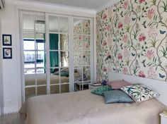 Bedroom mirror wardrobe, wallpapers Voyage of Discovery Sanderson, pillows H&M Home