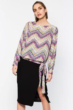 Akel's by Ebru Akel Kareli Bluz ile tarzını ve şıklığını tamamla, modayı keşfet. Birbirinden güzel Gömlek & Bluz modelleri Lidyana.com'da!