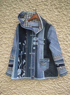 Einzigartige A-Line-Jeansjacke mit Kapuze. Panels aus verschiedenen Jeansstoffen waren s ...,  #einzigartige #jeansjacke #jeansstoffen #kapuze #panels #verschiedenen #waren