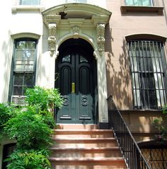 Breakfast at Tiffany's - Holly Golighty's apartment (169 East 71st Street, Manhattan) is on the Upper East Side is a neighbourhood in the borough of Manhattan in New York City, btw Central Park and the East River.