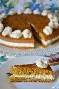 Burkānu kūka ar svaigā siera krēmu (Torta di carote con crema di formaggio)