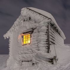 Kiellandsbu winter hut located on Ljøkeldalsnuten high above Botnen and Fyksesundet in the Voss mountains in Norway by Winter Szenen, Winter Magic, Winter Time, Winter Christmas, Norway Winter, Snowy Day, Snow Scenes, Snow And Ice, Winter Beauty