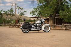 Comfort as modern as this morning's news, but the look still blazes straight from this machine's authentic dresser past. | 2016 Harley-Davidson Heritage Softail Classic