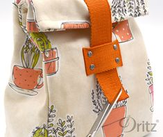 Sewing Tutorial: How to Make a Roll-Top Lunch Bag – MakeSomething Blog Back To School Bags, Kids Lunch For School, Lunch Bag Tutorials, Sewing Tutorials, Sewing Projects, Bag Lunches, Work Lunches, Healthy Lunches, School Lunches