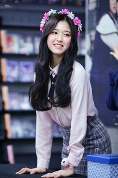 LOONA - Kim HyunJin 김현진 at fansign 170122 #이달의소녀