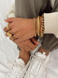 Dainty Jewelry, Cute Jewelry, Photo Jewelry, Jewelry Accessories, Fashion Jewelry, Jewelry Design, Jewelry Photography, Fashion Photography, Ideas Joyería