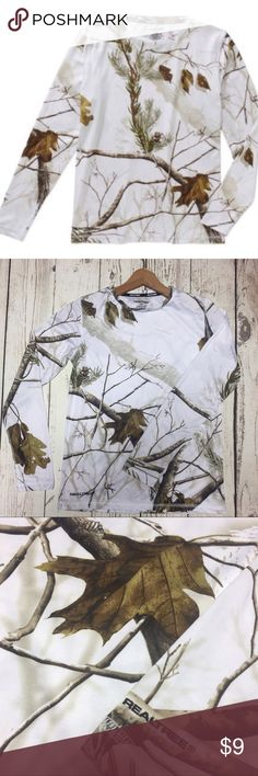 "Realtree Women's Performance Thermal Top Realtree Women's Performance Thermal Top  •Like New! No Flaws! •92% Polyester, 8% Spandex  •Crew Neck  •Dry-more Wicking                                                 Technology  •Long sleeves  •Tag Free  •Machine wash cold •Good stretch  Measurements: Bust: 35"" Length: 23.5"" Realtree Tops"