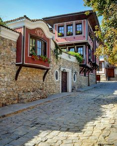 Turkey Photos, City Landscape, Turkey Travel, Door Design, Traditional House, Bulgaria, Art And Architecture, Old Town, Old Houses