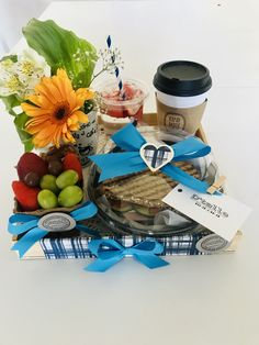 Chocolate Bouquet, Breakfast On The Go, Hampers, Cafe Bar, Food Packaging, Disney Drawings, Fathers Day, Cocoa, Diy And Crafts