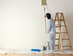 Top 10 Tips To Grow Your Interior House Painting Tips Painting plays an important in presenting a beautiful home. Here are some amazing interior house painting tips that you can try on next time you think to get your house painted. Interior Color Schemes, Interior Paint Colors, Interior Painting, Interior Design, Apartment Painting, Exterior Paint, Interior And Exterior, House Painting Cost, House Paint Interior