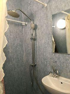 Se, hvordan Pernille forvandlede sit slidte badeværelse med linoleum til et cool velværerum - på budget   Boligmagasinet.dk Sconces, Wall Lights, Sink, Home Decor, Kwanzaa, Bathroom Ideas, Muffins, Wellness, Full Bath