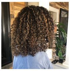 Long Hair Tips, Curly Hair Tips, Curly Hair Styles, Natural Hair Styles, Natural Hair Highlights, Blonde Highlights Curly Hair, Blue Hair Streaks, Medium Curls, Hair Medium
