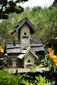 bird house - That badge is for residents of Pebble Beach (17 Mile Drive) to get past the gates and not pay like tourists have to.
