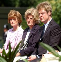 Earl Spencer, Lady Jane Fellowes, and Lady Sarah Macorquadale (Diana's brother & sisters) at the unveiling ceremony for the Princess Diana memorial fountain in London's Hyde Park, July Princess Diana Memorial, Princess Diana Family, Royal Princess, Prince And Princess, Princess Of Wales, Lady Diana Spencer, Spencer Family, Grace Kelly, Adele