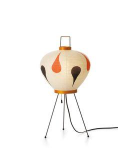 Vitra Akari 3AD tafellamp. Ontworpen door Isamu Noguchi. Prijs: 547 euro.
