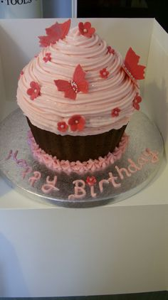 Giant vanilla & strawberry cupcake (can you tell I LOVE CAKE!!  ;0)  <3