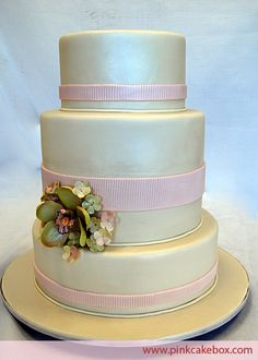 The only thing I like is the pearly treatment of the fondant. Otherwise I hate everything else.