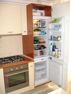 Mobila moderna de bucatarie dotata cu corp tip soldat pentru frigider incorporabil Wall Oven, Kitchen Appliances, Home, Diy Kitchen Appliances, Home Appliances, Domestic Appliances, Haus, Homes, Houses