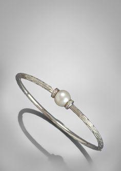 On ideel: ITALINA BY SAVVY CIE .06ct Diamond and Single Pearl Bangle