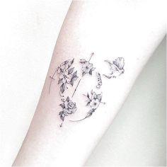 69 Trendy Ideas For Tattoo Frauen Kompass Blumen Arrow Tattoos, Feather Tattoos, Rose Tattoos, New Tattoos, Tattoo Bird, Tatoos, Tattoo Wave, Dream Tattoos, Trendy Tattoos