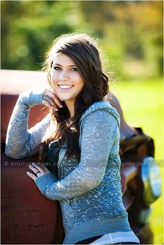 Awesome senior picture shoot at farmhouse with Maddie. arisingseniors.com
